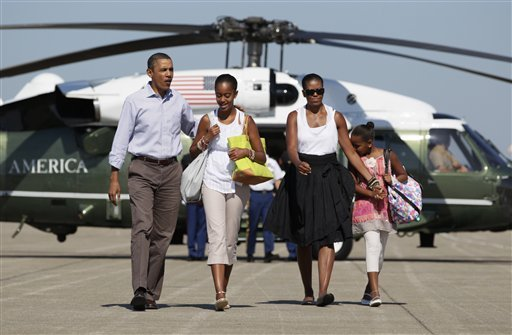 barack-obama-family-vacation-081811jpg-28f8bd47bc1ccead (1)